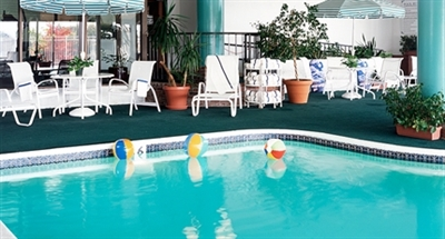 Marlborough Hotel Amenities - Outdoor Pool